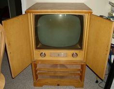 8776e583ea1ba48b4c371c791161e932--vintage-television-tv-sets